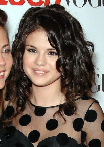 Selena Gomez Zimbio. selena gomez fringe bangs.