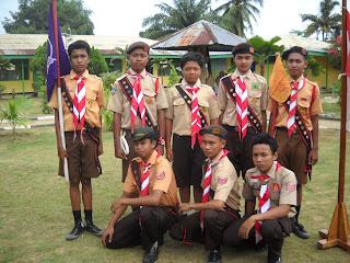 Gambar tersebut dari kiri kekanan: Agon. Budiman Tanjung, Ilham