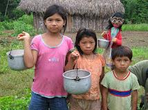 Con niñas Ashánincas
