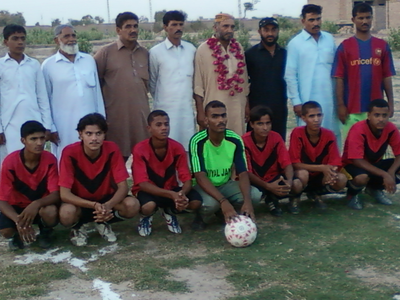 CHEIF GEUST BABAY SHAH IWITH KING BALOCH FOOTBALL CLUB NAWAB SHAH