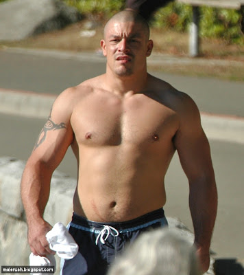 hot+beefy+beach+guy.jpg