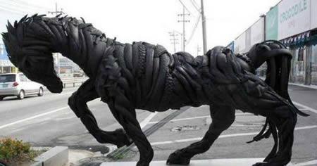 Patung Kuda dari bahan ban bekas - Kerajinan Tangan menarik yang dibuat dari bahan ban bekas - www.unik-qu.blogspot.com