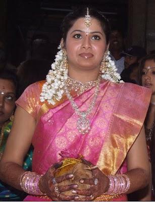 http://1.bp.blogspot.com/_58_qEOwiSDY/SY8MgLKDbWI/AAAAAAAAARw/OvyWn0_PdpQ/s400/Sangeetha-Bridal-Designer-Saree.jpg
