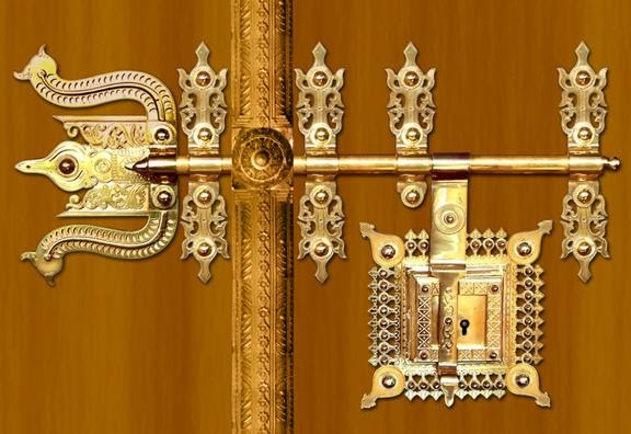 Manichithrathazhu doors manichitrathazhu doors lock for Traditional main door design