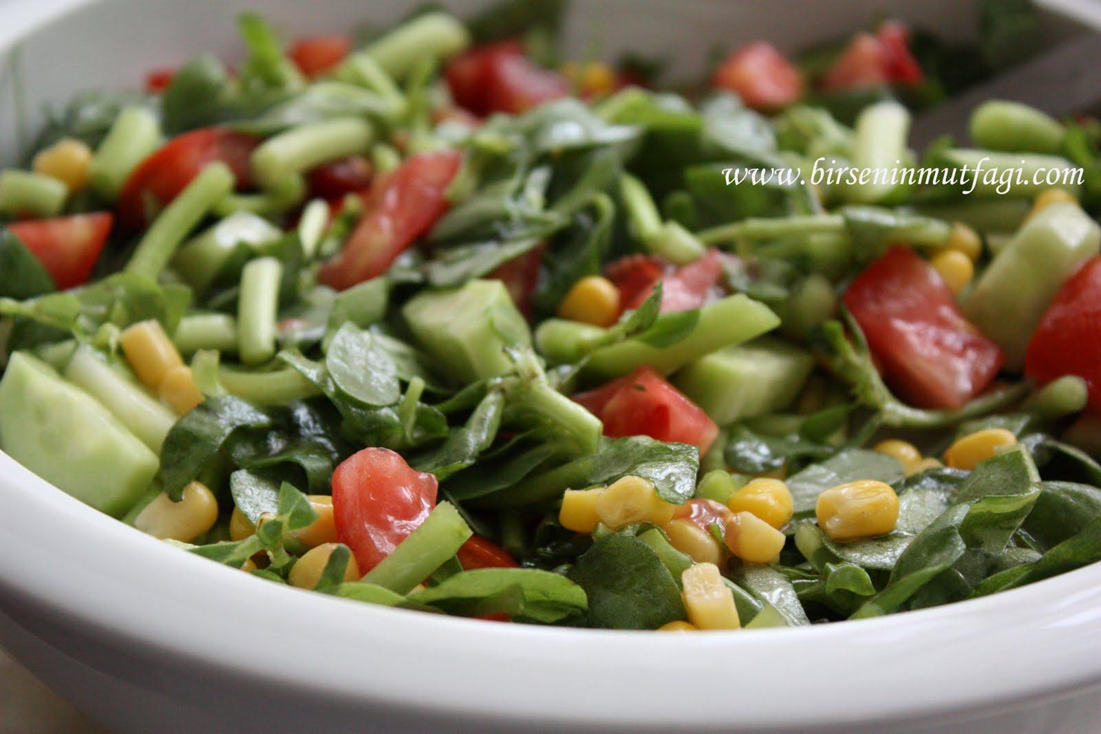 Pratik Semizotu Salatası