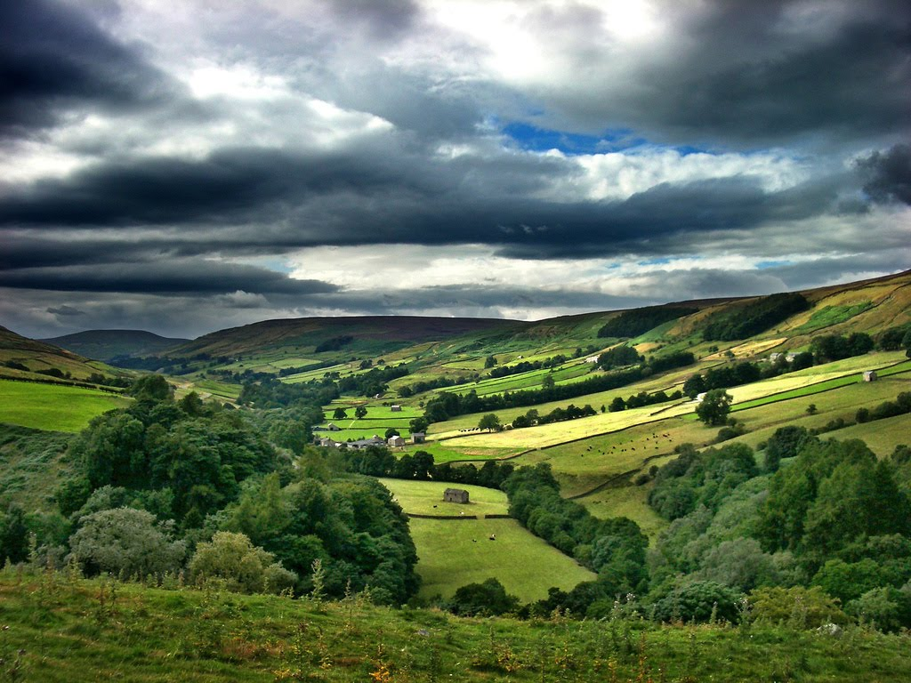 http://1.bp.blogspot.com/_5BBhbWncDks/TLZDv4A1HDI/AAAAAAAADsU/zbX2Y26feW8/s1600/England-travel-Yorkshire-hchalkley.jpg