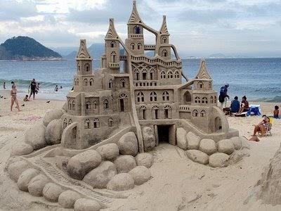 Resultado de imagem para castelo de areia desmoronando