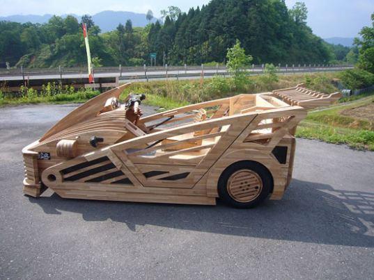 Mobil Kayu Maniwa Kendaraan Super Hijau  dengan Stang