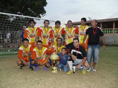 http://1.bp.blogspot.com/_5IKYIjDhRZE/TTd6MFHUQJI/AAAAAAAAAks/a7M3VUHaPxo/s1600/POSTER+do+CTM+com+trofeu+de+campe%25C3%25A3o+FINAL+19+01+2011.JPG