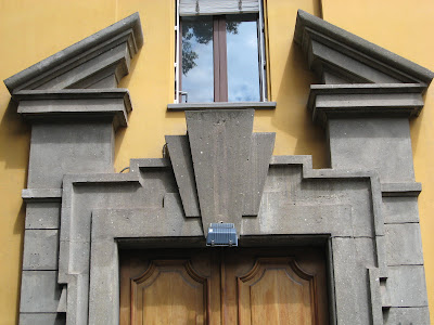 Rome the second time the broken pediment - Decorative exterior door pediments ...