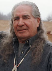 Habla un sabio de la comunidad Iroquois, Oren Lyons