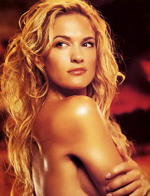 Nude and Glamorous Phorograph of Victoria Pratt