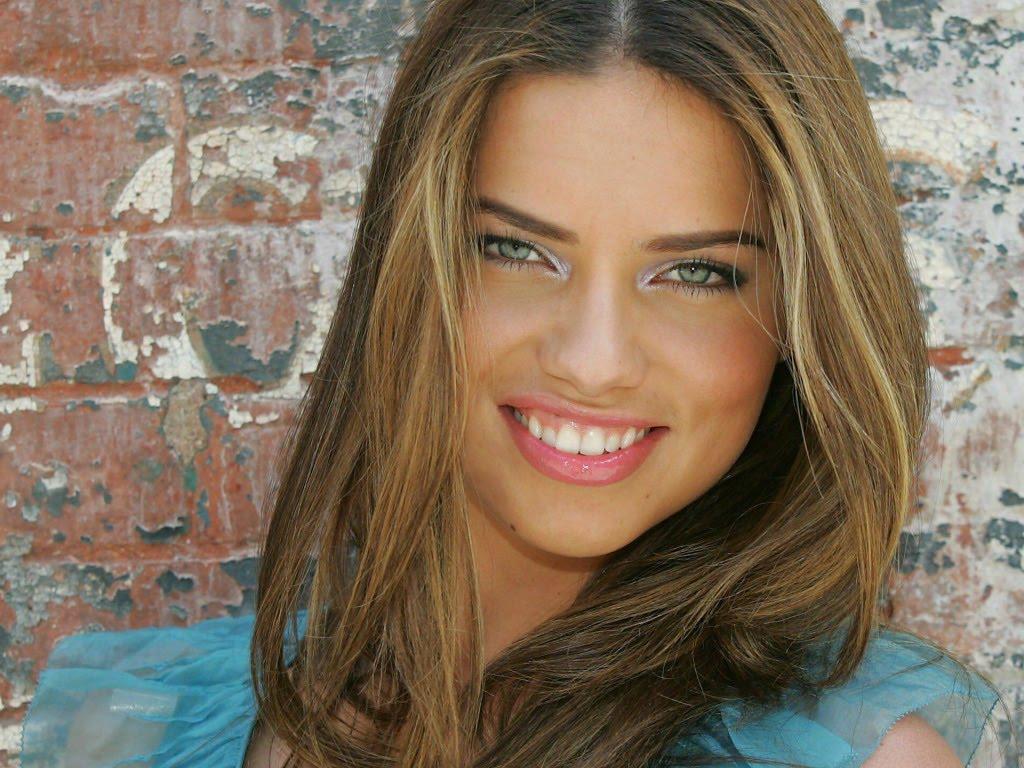 http://1.bp.blogspot.com/_5MWMBhDrwYE/S-GzCkG3GfI/AAAAAAAAAjU/JzyM3-FxKAQ/s1600/Adriana_Lima_Smile_1024%2Bx%2B768.jpg