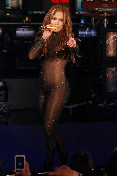 [gallery_main-0106_jlo_catsuit_05.jpg]