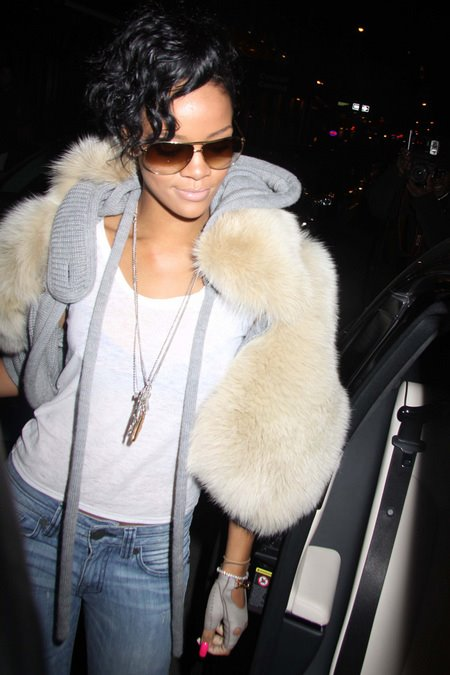[gallery_main-0315_rihanna_nyc_00.jpg]