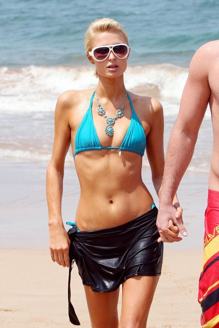[gallery_main-0311_paris_hilton_bikini_12.jpg]