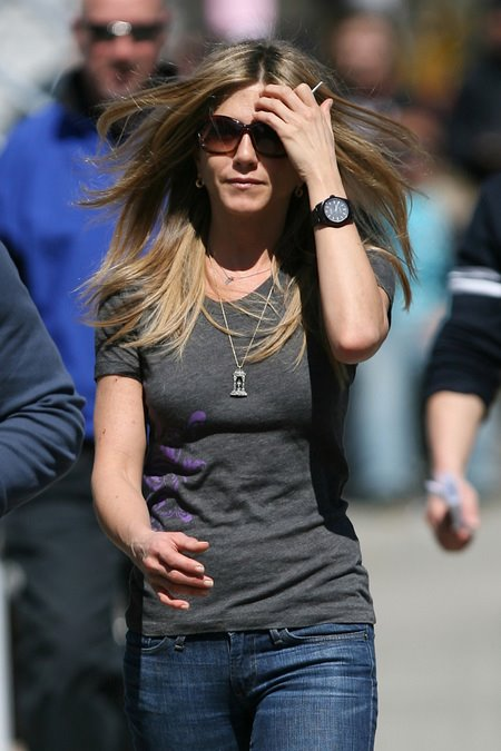 [gallery_main-0331_jennifer_aniston_baster_06.jpg]