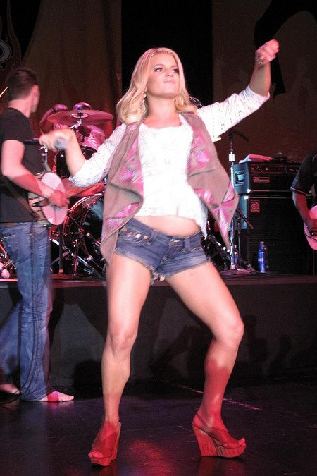 [gallery_main-0510_jessica_simpson_texas_00.jpg]