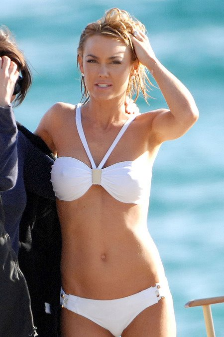 [gallery_main-0607_kelly_carlson_bikini_00.jpg]