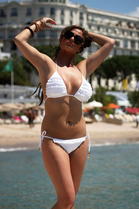 [gallery_main-0610_chantelle_houghton_bikini_01.jpg]