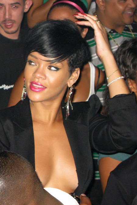 [gallery_main-0706_rihanna_pasties_07.jpg]