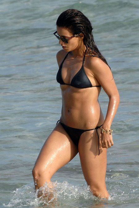 [gallery_main-0712_monica_cruz_bikini_00.jpg]