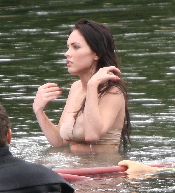 [megan-fox-topless-1-24.jpg]