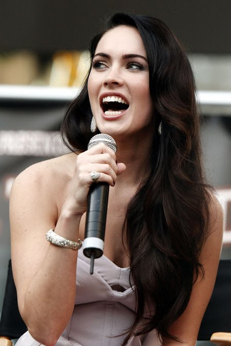 [gallery_main-0921_megan_fox_talking_00.jpg]