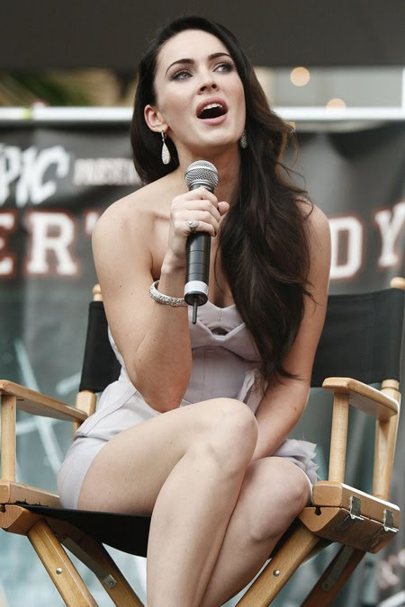 [gallery_main-0921_megan_fox_talking_01.jpg]