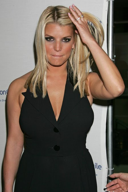 [gallery_main-1004_jessica_simpson_smile_08.jpg]