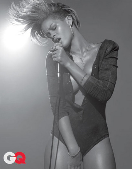 [gallery_main-1215_rihanna_gq_02.jpg]