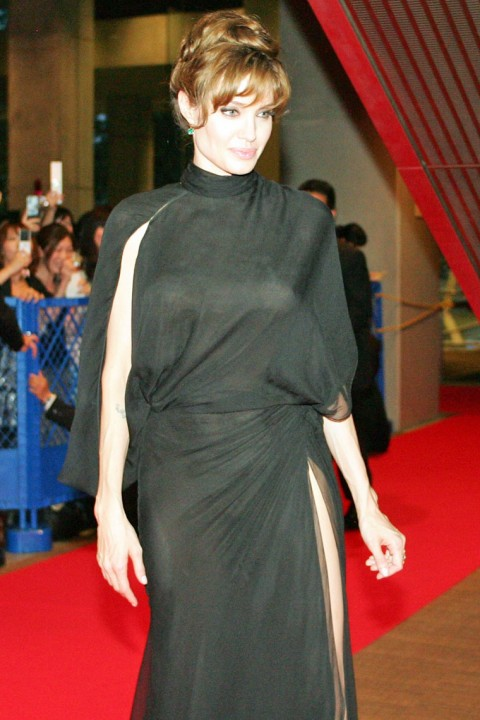 http://1.bp.blogspot.com/_5MwaaS2L6UA/TFLEphVFF2I/AAAAAAAAOEQ/rIybo0LCVs0/s1600/0727-angelina-jolie-see-through-00-480x720.jpg