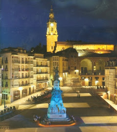 Plaza de la Virgen Blanca de noche