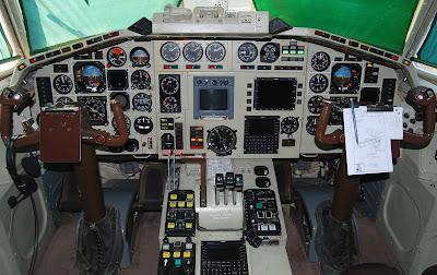 Kokpit Tu-154M