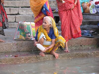 Puja en el Ganges, Varanasi