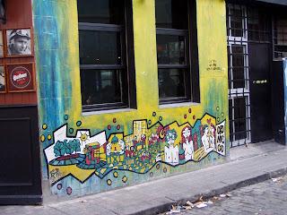 Graffiti cerca a la Plaza Borges