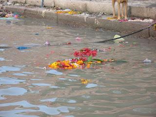 Ofrendas a la madre Ganga