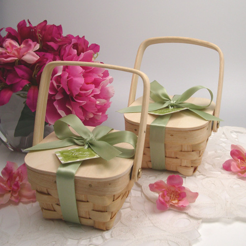 Gifts For Your Guests: Wood Picnic Basket Wedding Favors