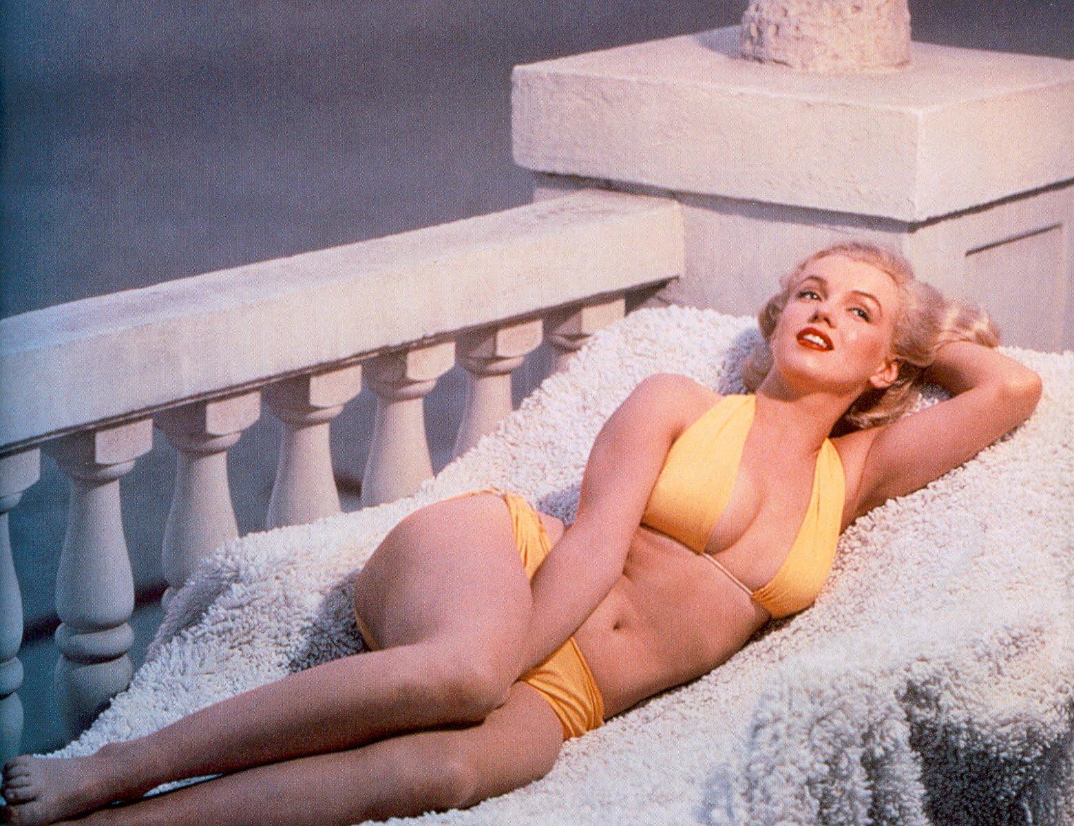 http://1.bp.blogspot.com/_5SMlnCFhaTA/THVj0ceU_8I/AAAAAAAAPGU/vUZheqKgRbs/s1600/Monroe_03_1951.jpg
