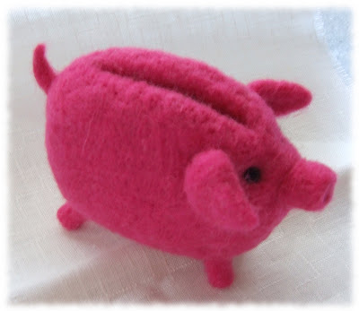 wet felted piggy bank coin purse filcowana na mokro świnka