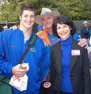 [Tebow-with-Parents-W.jpg]