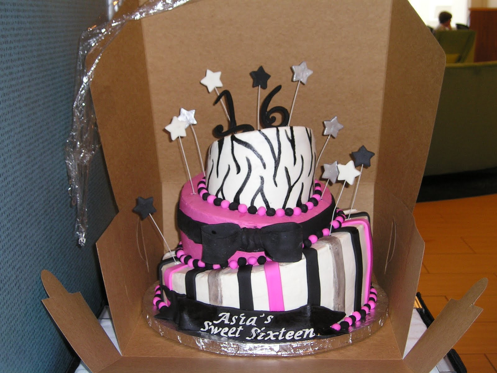 DEE Licious Cakes Sweet Sixteen Cake