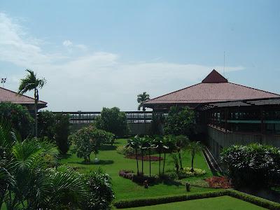 http://1.bp.blogspot.com/_5ZuyBPwkMD0/ScGnz55y2dI/AAAAAAAAAAk/rux9kTcihqA/s400/Airport_Jakarta.jpg