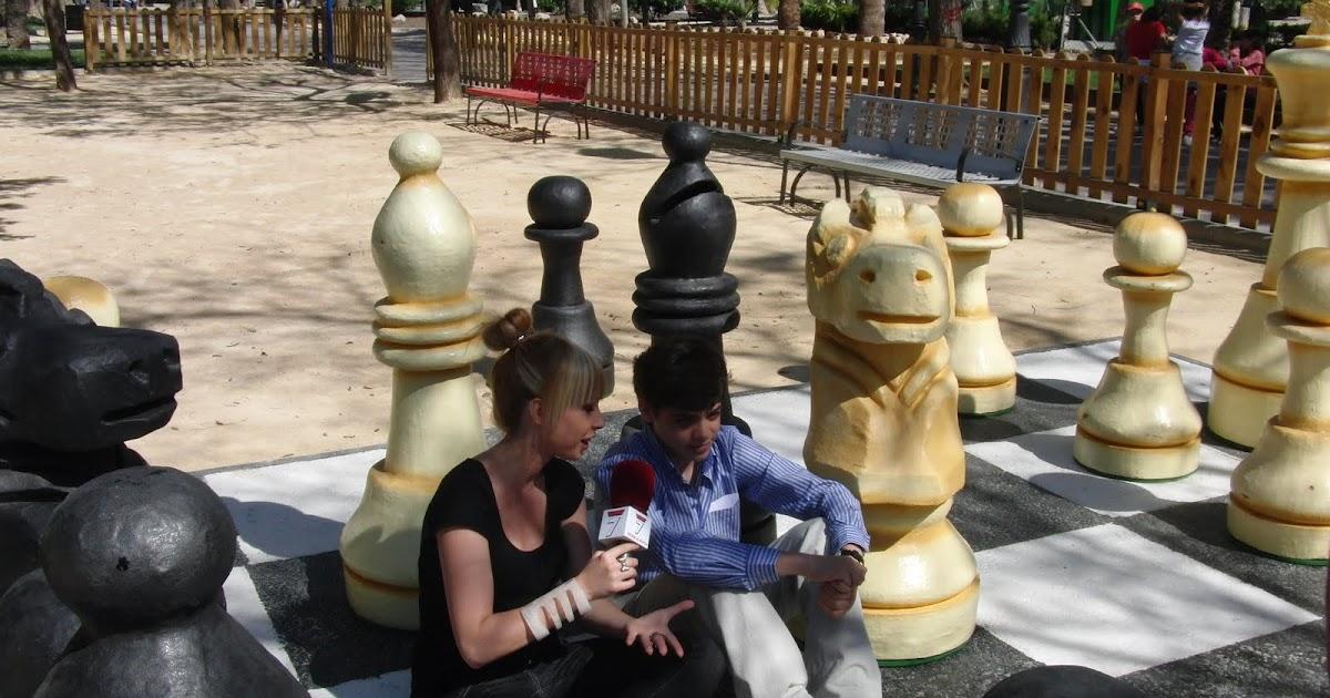 Ajedrez en la region de murcia entrevista del canal 7 murciano en el jard n de lectura y for Ajedrea de jardin