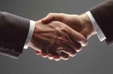 http://1.bp.blogspot.com/_5_gnhmCjS1o/S9Ju3leetAI/AAAAAAAAAiU/xhC-IDlYA3o/s1600/handshake.jpg