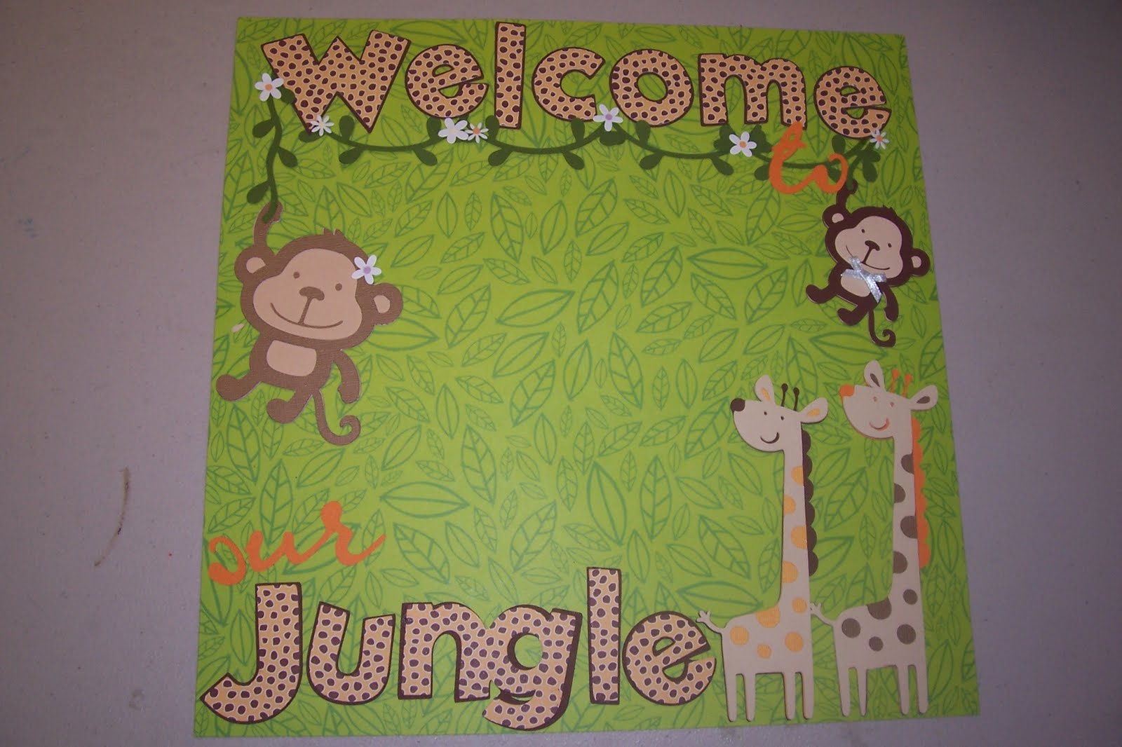 Jungle scrapbook ideas - I Have Needed To Start This Jungle Themed Baby Album For Weeks Now What A Perfect Excuse Every Critter On This Cartridge Is Adorable