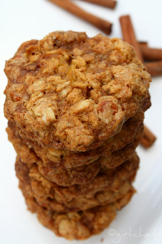Chewy Oatmeal Cookies with