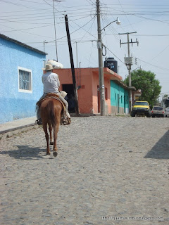 Señor a caballo en Navajas