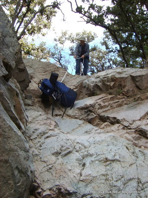 Bajando mochila en la primera cascada