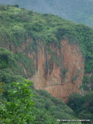 Cascada que se forma en verano a unos cientos de metros del Salto del Nogal